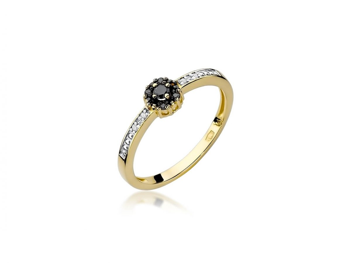 pierścionek z czarnym diamentem